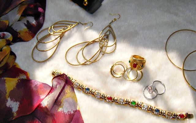 Staying Golden - The Art of Accessorizing with Gold Jewelry 1
